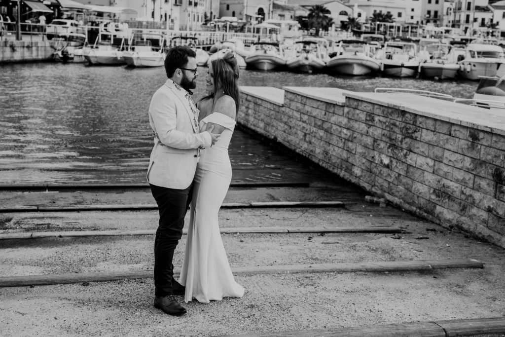 honeymoon photography elegant portrait in Sicily, black&white