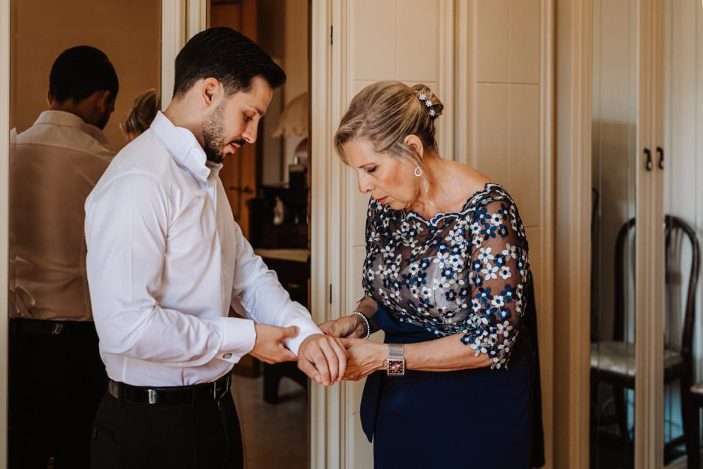 Preparazione sposo di un matrimonio elegante a Palermo