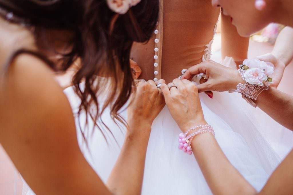 Seaside Wedding in Sicily getting ready bride