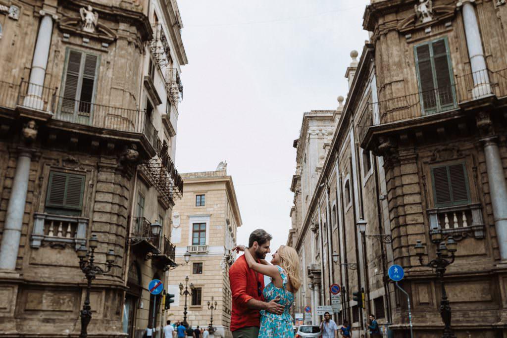 Ritratto di Coppia nei Quattro Canti in Engagement in Palermo, Sicily