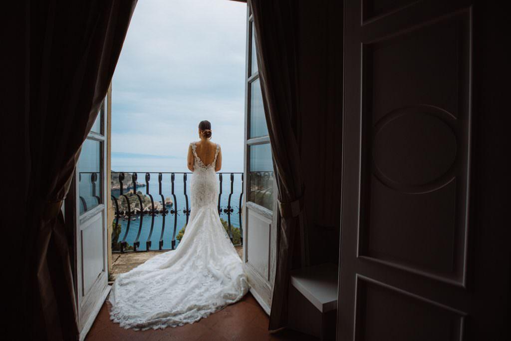 Ritratto sposa in Matrimonio nella costa di Taormina, Sicilia
