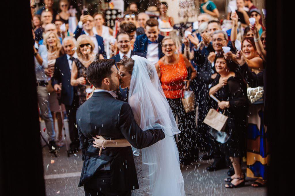 Lancio del riso di un matrimonio elegante a Palermo