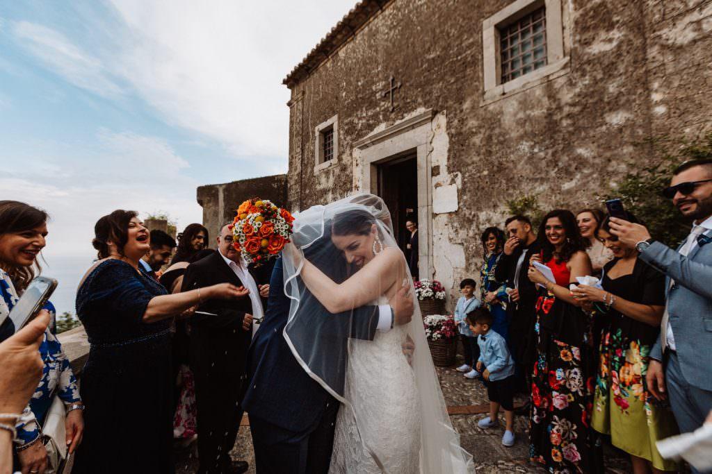 Lancio del riso in Matrimonio nella costa di Taormina, Sicilia