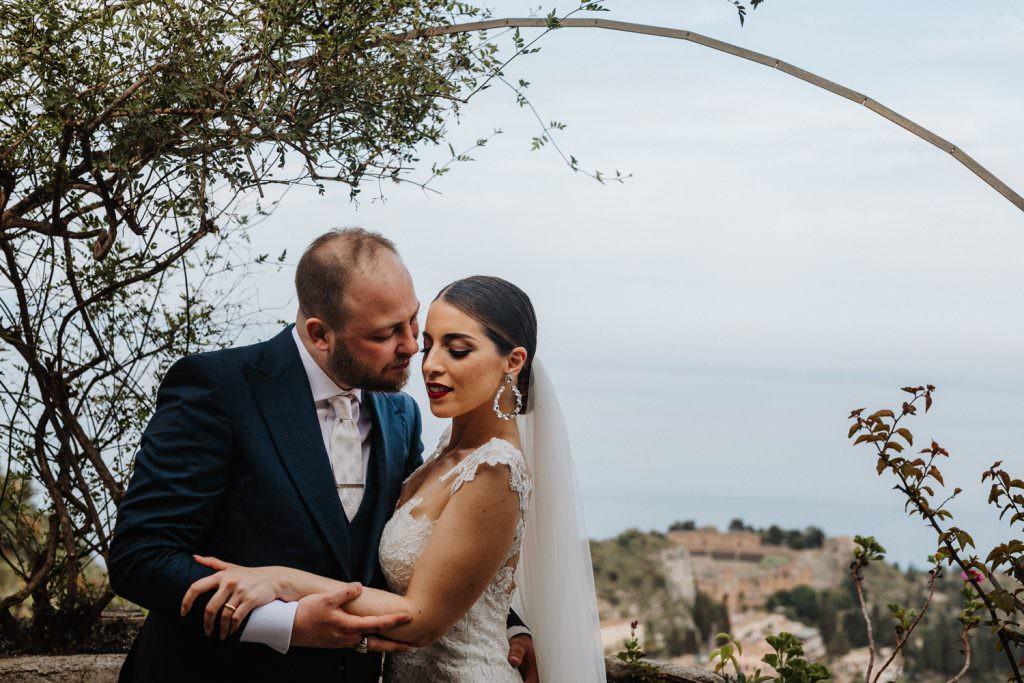 Ritratto di coppia in Matrimonio nella costa di Taormina, Sicilia