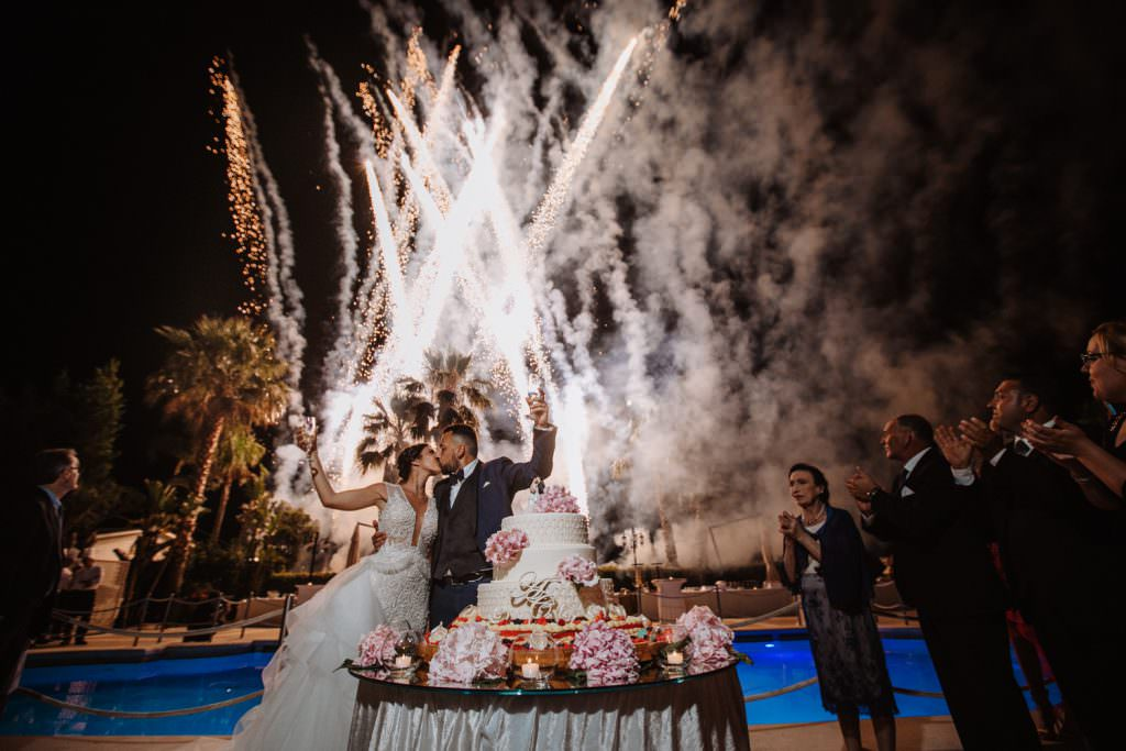 Seaside Wedding in Sicily baia del corallo cake and fireworks
