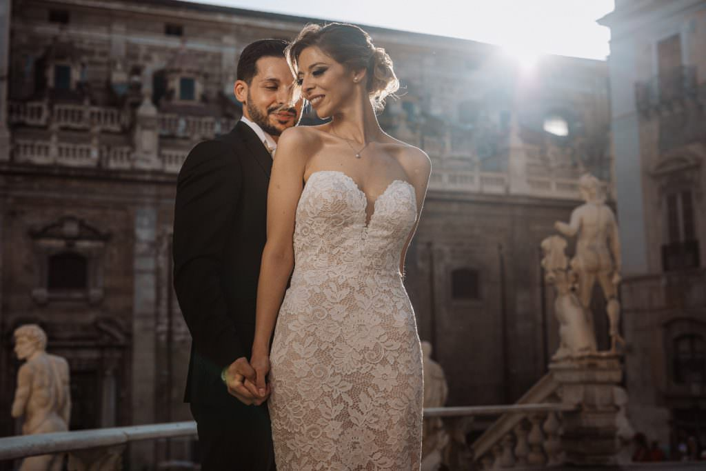Ritratto di coppia di un matrimonio elegante a Palermo